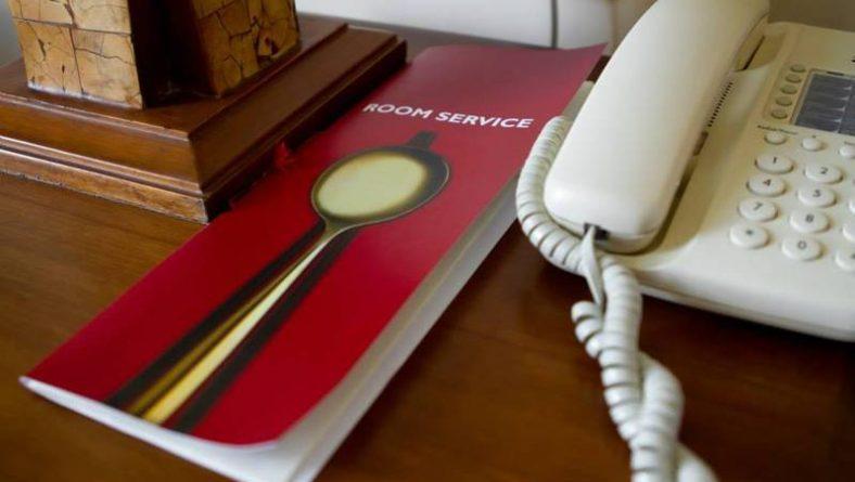 (Українська) Чому телефони в номерах вигідні для готелів?